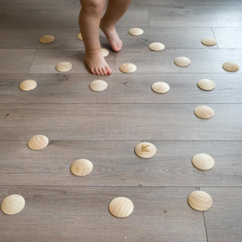 barefoot/bosé nohy a chôdza po barefoot stimulačných piškótkach DOTS