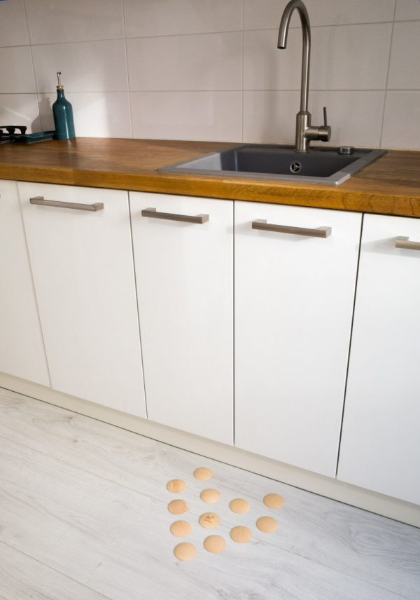 DOTS static - stylish barefoot floor in the kitchen for healthy feet