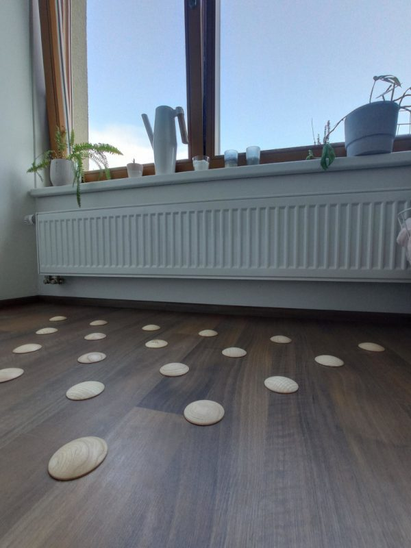 DOTS static - stylish barefoot floor in the bedroom for healthy feet