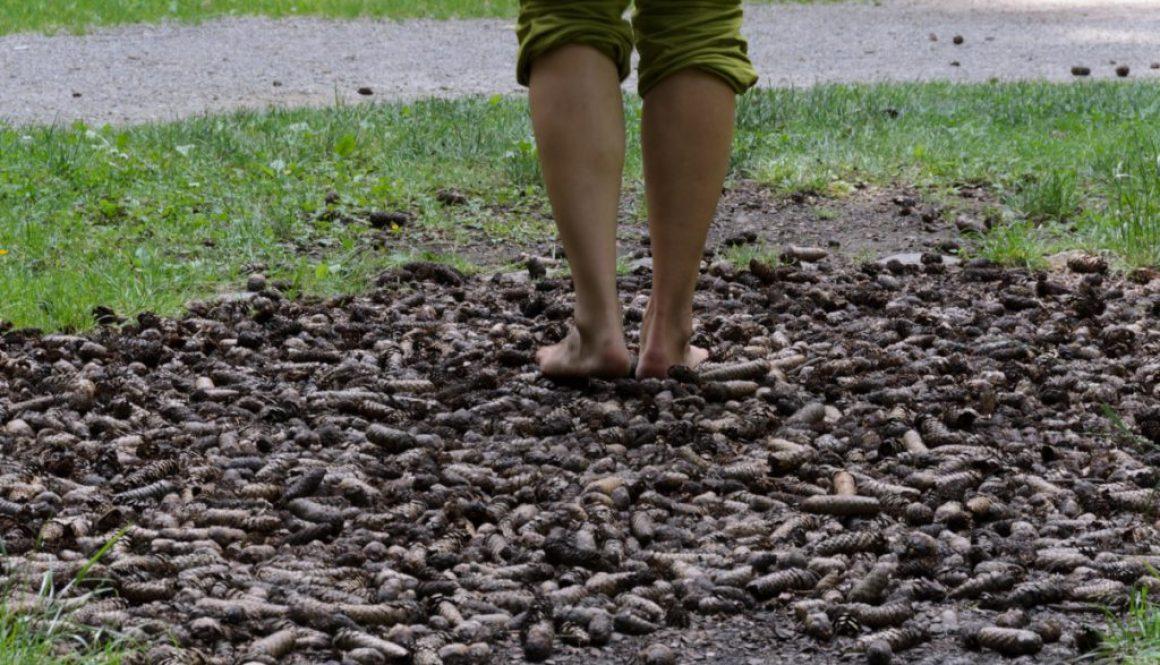 barefoot / bosé nohy na šiškách